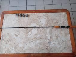 Tres varas de pesca e chumbos