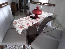 Mesa com seis cadeiras, valor mil reais