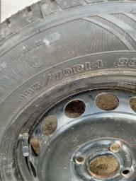 Vendo 3 pneus novos e 1 usado com as rodas aro 14 .
