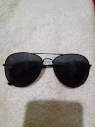Óculos de sol super conservado usado uma vez!