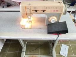 Máquina de costura R$800,00