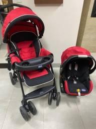 Carrinho de bebê e base com bebê conforto