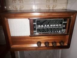 Rádio antigo valvulado
