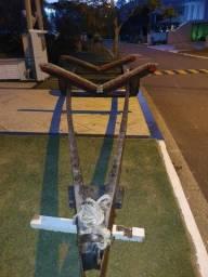 Carreta semi rodoviária de encalhe para lancha de 24 pés  de madeira