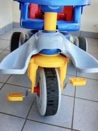 Triciclo para crianças de 2 a 8 anos semi novo