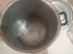 Panela funda para sopas e outros pratos