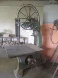 Maquina de marcenaria ( Serra Fita )