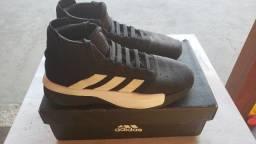 Tênis Adidas nº 41 Semi-Novo