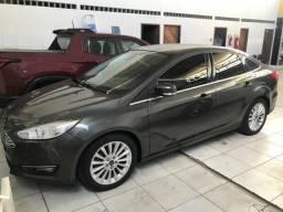 Vendo Ford focus sedan - 2016
