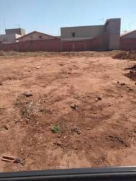 Terreno de 275m2 no bairro Cidade Jardim em Matão, SP
