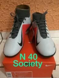 Chuteira society Nike botinha N 40