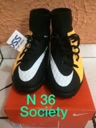 Chuteira society Nike botinha N 36