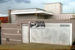 Casa com 03 quartos, 01 suíte, banheiro social, sala ampla, 02 vagas de garagem