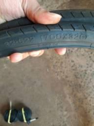 Par de câmeras e pneus
