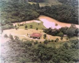 Proteja sua família! Casa de campo para temporada em Itapevi - SP