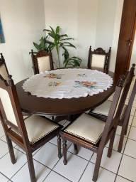 Vende-se linda mesa rústica com 6 cadeiras e balcão