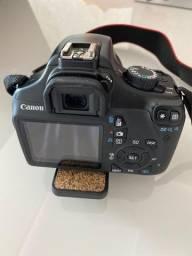 Camera canon eos rebel t3 ef-s 18-55 III com tripé