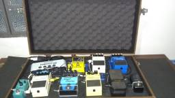 Pedais de guitarra com case (set)