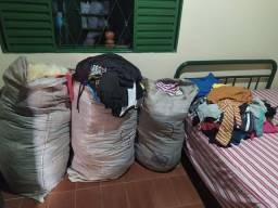 Roupas e acessórios para Bazar