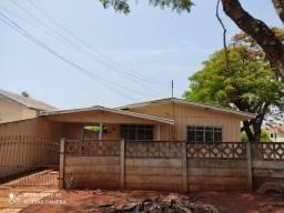 Aluga-se casa próximo à secretaria de Ação Social em Campo Mourão.