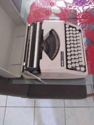 Máquina de Datilografia Olivette