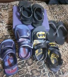 3 sandália e 1 chinela infantil