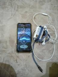 Vende-se celular 01 bem conservado carregador fone de ouvido 32 GB de memória 3 de Ram