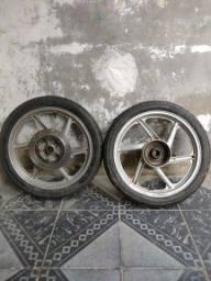 Roda da estrada já com o pneu