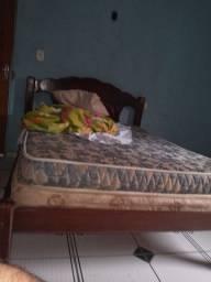 Vendo cama com colchões