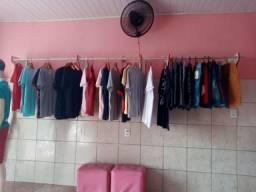 Camisas e bermudas..