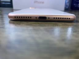 iPhone 8Plus com com caixa, carregador, fones, película, manuais, adesivos e capinha