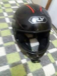 Dois capacetes 15 reais