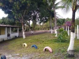 Aluga-se um belo sítio com área verde e pomar