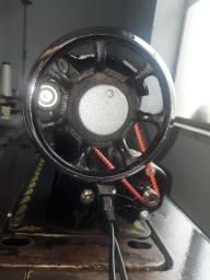 Máquina de costura reta Elgin, com motor incluso