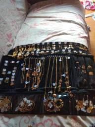 Semi jóias.