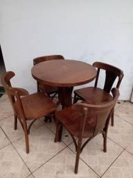 Mesa c/ 4 cadeiras