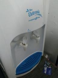 Bebedor de água natural e gelada pouco usada quase novo