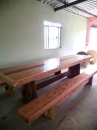 Mesa, mais 2 bancos em madeira