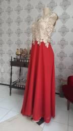 Vestido de festa longo em busto de renda com saia