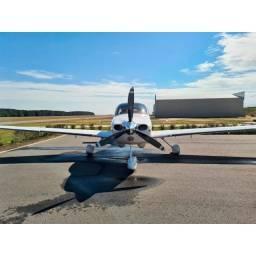 Avião Cirrus SR22 2002