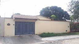 Vende casa 3/4 sendo 1 suíte avarandada em L, no Jardim Mariliza, valor R$ 350.000,00.