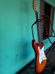 Vendo essa  guitarra.  Troco por  contra baixo. 4  cordas.