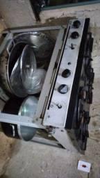 Vendo fogão industrial 4 bocas R$ 300,00