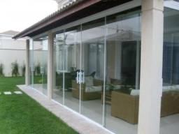 Portão de vidro. analise a discrição