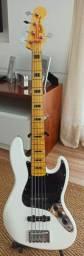 Contrabaixo 5 Cordas Vintage Modified J. Bass V Olympic White SQUIER<br><br>