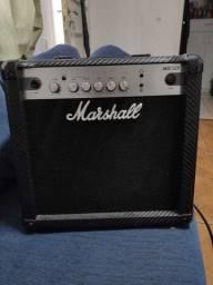 Amplificador Marshall MG Carbon Fibre MG15CF Combo Transistor 15W preto
