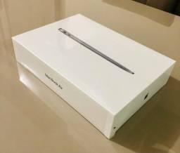 Macbook Air 13 M1 8gb RAM / 256 GB / Space gray novo lacrado.