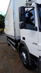 Caminhão toco frigorífico - 2014