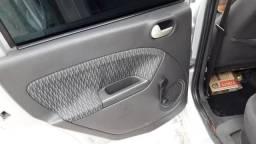 Ford Fiesta sedan extra!!!! - 2005