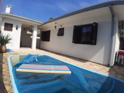 Linda casa perto do mar com piscina